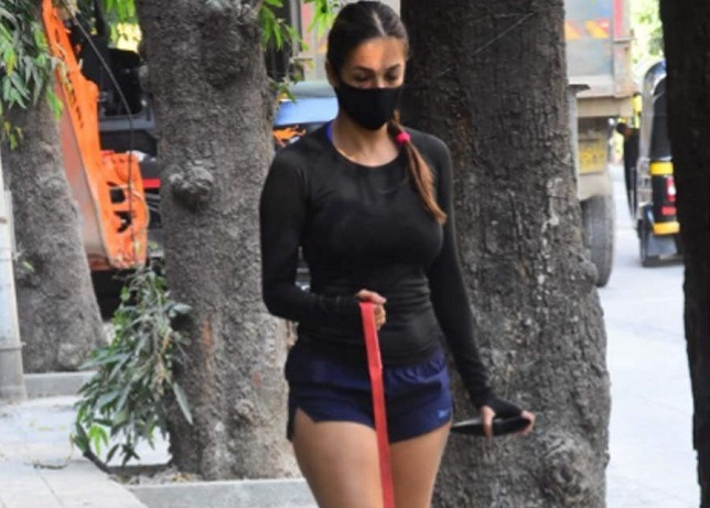 Malaika Arora Hot Morning Walk