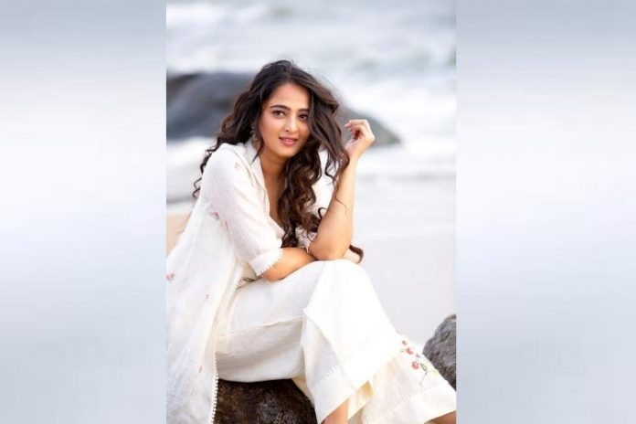 Anushka not comfortable for Nishabhdam promotions