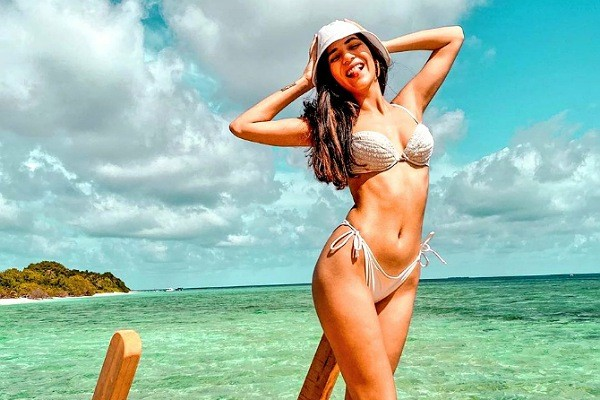 Hot Bikini Treat : Sizzling Radhika Seth
