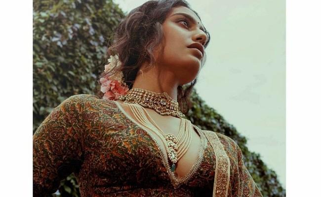 Hot Photos : Steamy Priya Prakash Varrier
