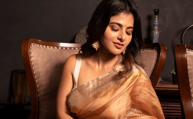 Hot Photos : Alluring Iswarya Menon