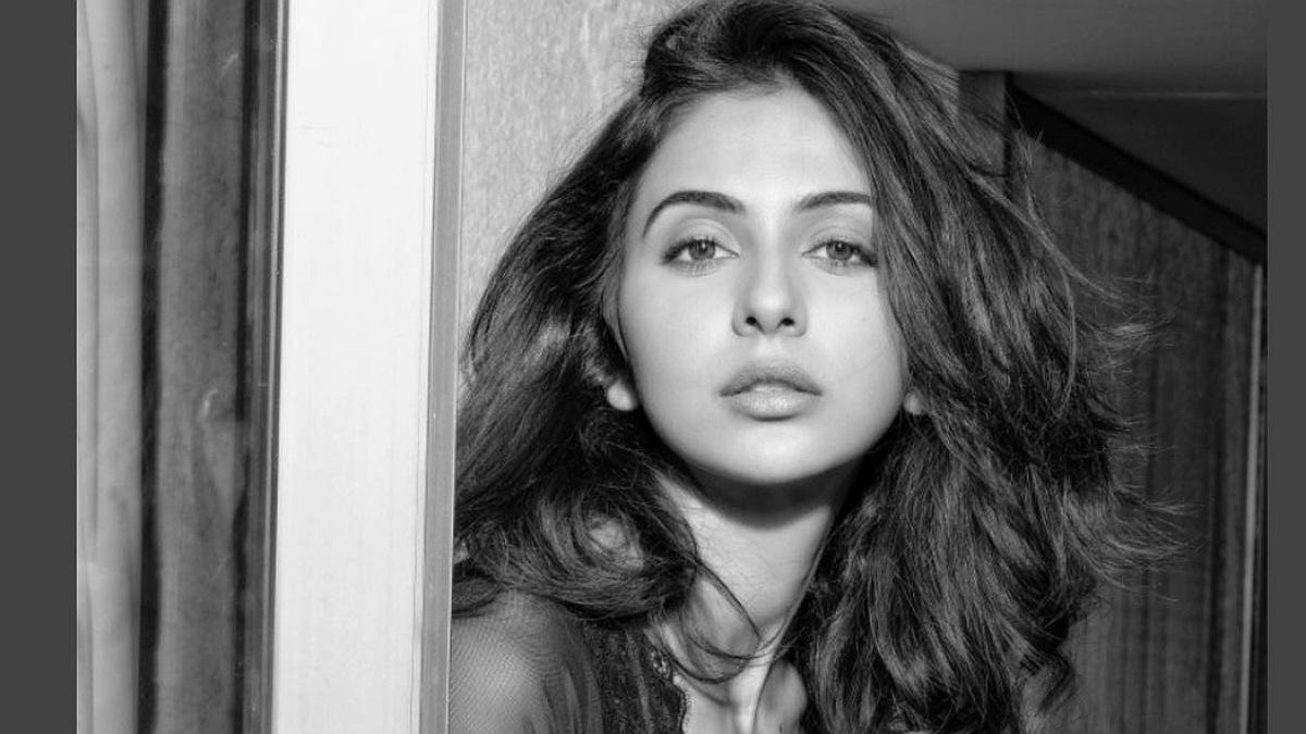 Pic Talk: Rakul Preet stuns in a glamorous click