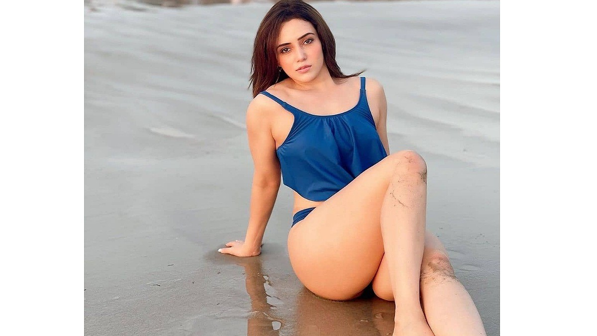 Hot Girl Apurva Mehrotra