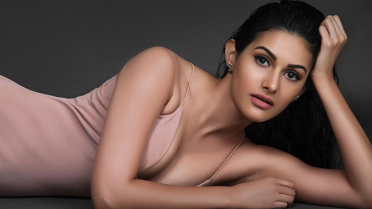 Amyra Dastur is a stunner