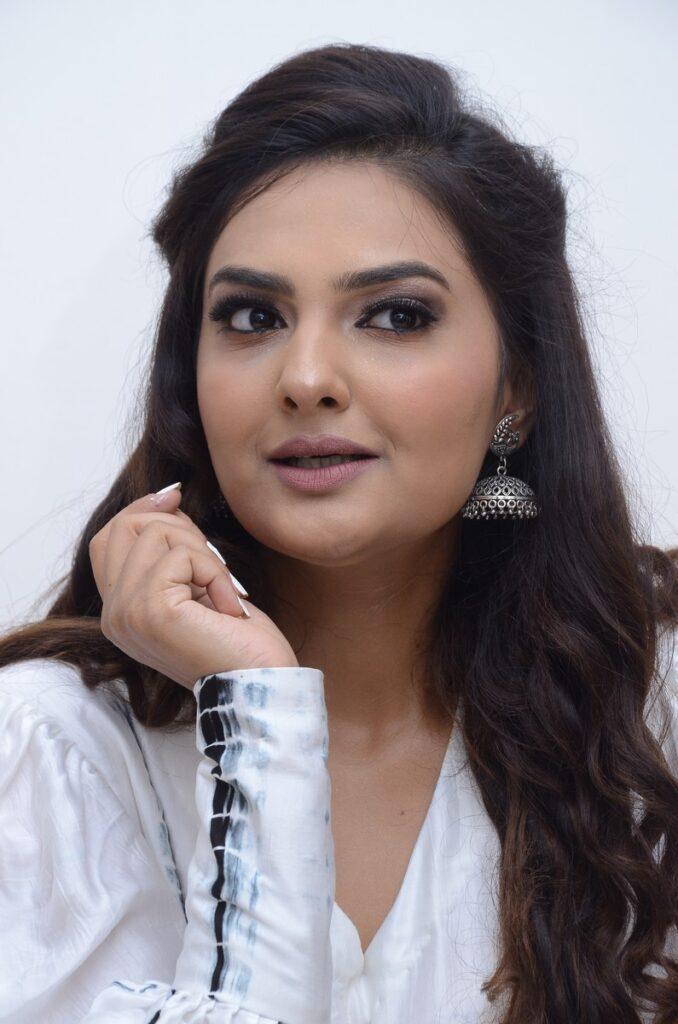 Neha Deshpande 12