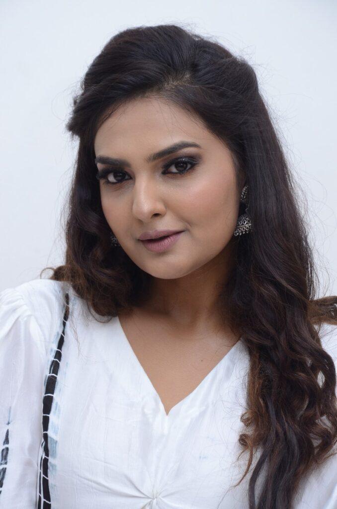 Neha Deshpande 4