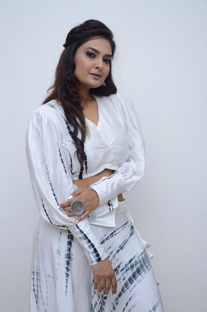 Neha Deshpande 52